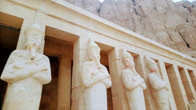 Hatshepsut-Temple-Egypt-statues